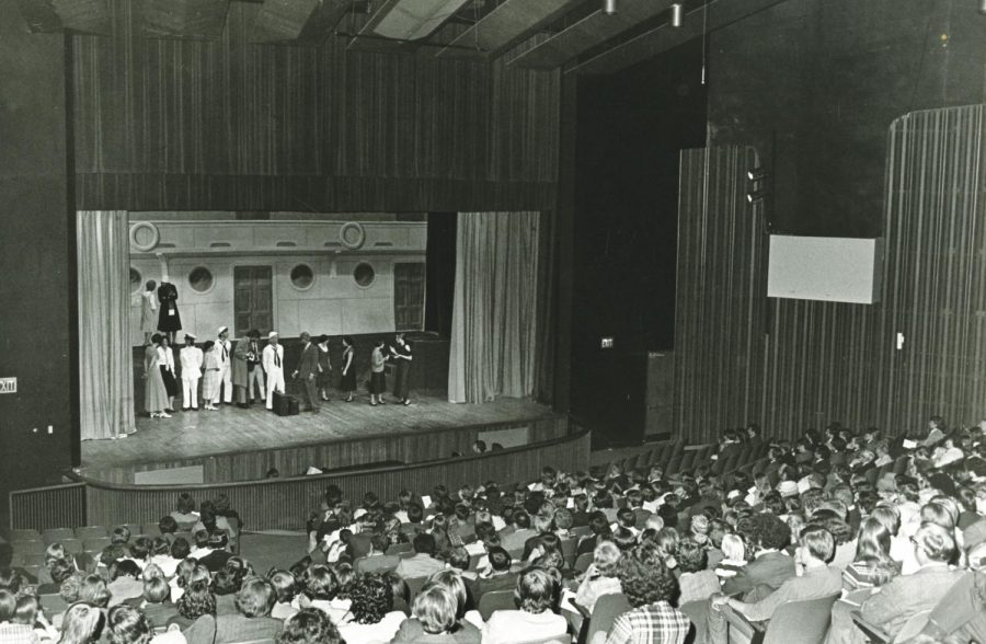 Students+fill+the+seats+of+Walker+Auditorium+to+watch+Anything+Goes+in+1970.
