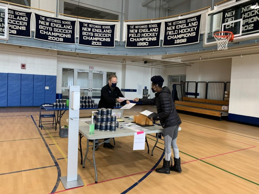 Students check in while arriving during Opening Days.